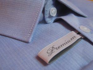 Bild eines Premium Zeichens an einem Hemd