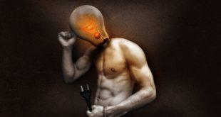 leuchtende Birne im Kopf eines Menschen